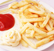 Pommes mit Ketchup