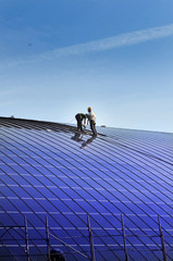 Installazione pannelli solari sul tetto