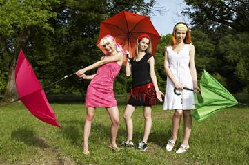 3 Frauen mit Regenschirm II.