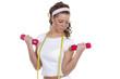 Junge Frau trainiert mit 2 roten Hanteln
