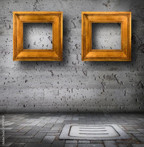 Cornici dorate contro muro di cemento di giuseppe porzani for Cornici muro