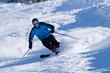 Skifahrer beim carven