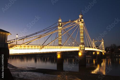 albert-bridge-chelsea-nad-tamiza-londyn