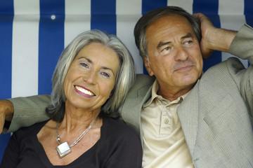 Älteres Paar im Strandkorb