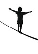 Kind balanciert auf einem Seil, Silhouette