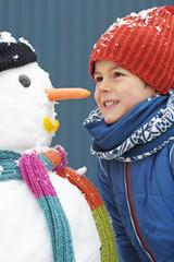 Kind und Schneemann 2