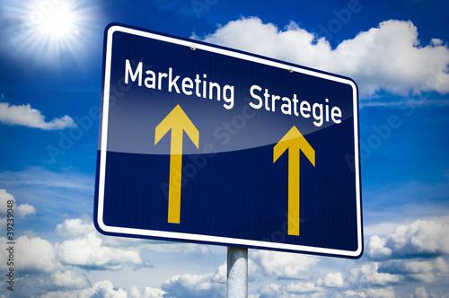 Ortseingangsschild blau mit Business und Strategie