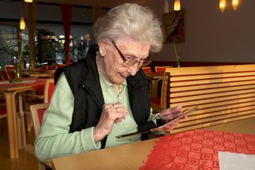 Moderne Technik im Alter