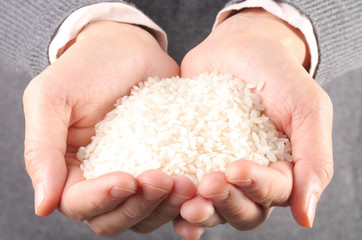 lots of rice in the hand