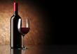 Bottiglia Vino Rosso con Bicchiere