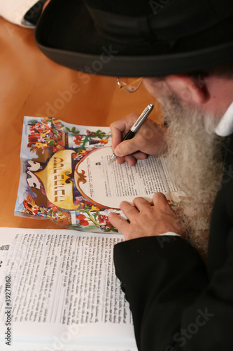 Rabbi signs contract between the newlyweds on the Jewish wedding