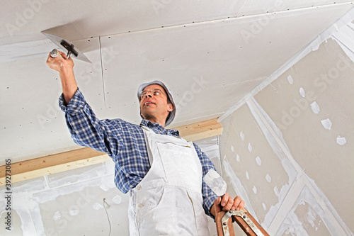studwork: filling the joints of the plaster boards