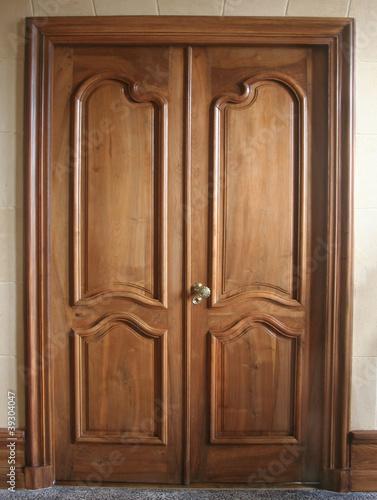 porte ancienne bois moulures photo libre de droits sur la banque d 39 images image. Black Bedroom Furniture Sets. Home Design Ideas