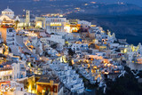 Vista nocturna de Fira (Santorini)
