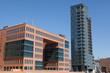 Moderne Bürogebäude und Hochhäuser im Licht