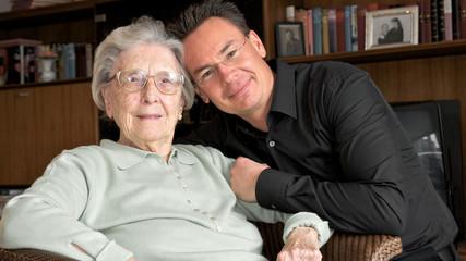 Oma mit Enkel