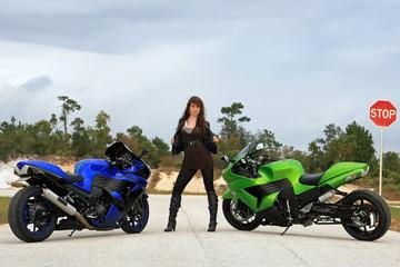 Motorräder und Stopschild