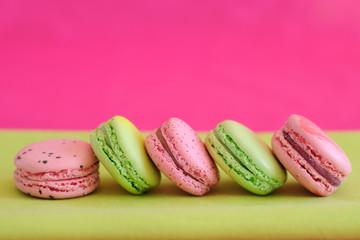 macarons en rose et vert