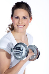 Junge Frau mit Kurzhantel Stange lacht beim Sport