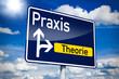 Постер, плакат: Verkehrsschild mit Praxis und Theorie