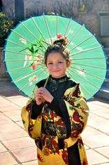 Niña disfrazada de china