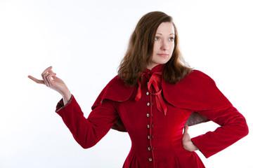 Halbkörper einer jungen Frau im Rotkäppchenmantel