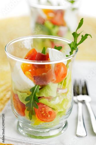 weich gekochtes ei im glas mit schinken und salat von quade lizenzfreies foto 39407261 auf. Black Bedroom Furniture Sets. Home Design Ideas