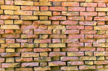 Hausmauer aus Ziegelsteinen