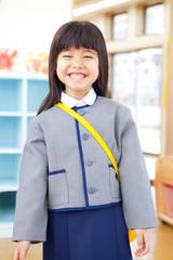 笑顔の幼稚園女児