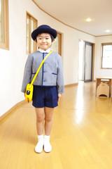 微笑む幼稚園男児