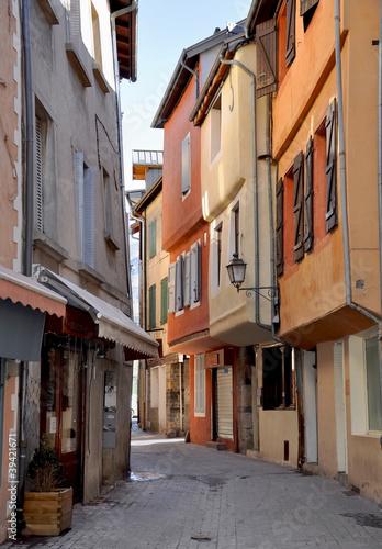 Poster Smal steegje ruelle étroite aux façade colorées