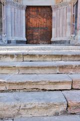 Porche de la cathédrale Notre-Dame d'Embrun