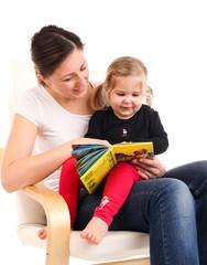 1,3,12 Buch vorlesen Mutter mit Kind