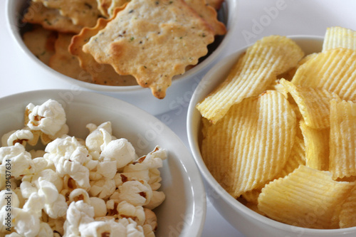 antipasto_patatine, cracker e pop-corn