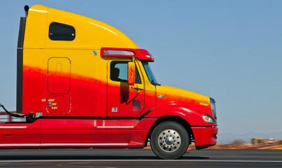 Tucson USA  Truck auf dem Highway