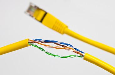 defekte Datenleitung Netzwerk © Matthias Buehner