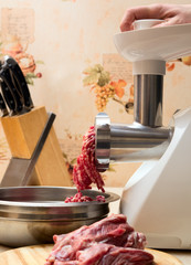 Processing minced meat in meat grinder