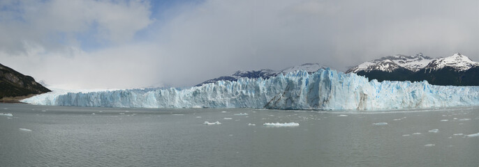 Panoramic view of glaciar belt