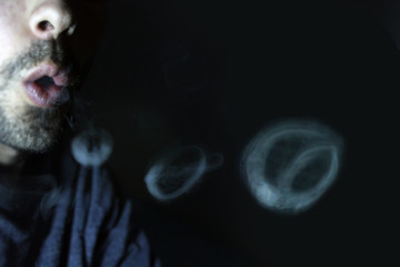 Aro de humo con forma de señal de prohibición