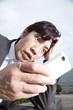 スマートフォンを見て驚くビジネスマン