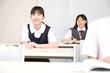 授業中の女子中学生