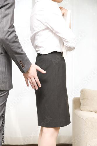 OLにセクハラする男性社員