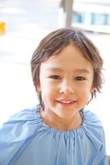 笑顔の幼稚園男児