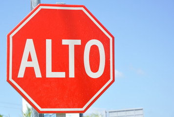 Stop (Alto) Sign in Spanish