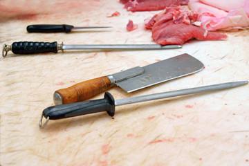 boucherie - couteau, fusil et feuille