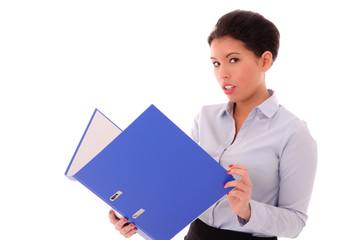 Geschäftsfrau blättert in Aktenordner