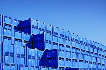 Plastic transport containers