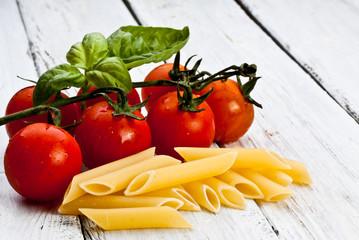 pomodorini,basilico e pasta