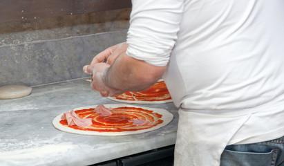 Preparazione pizza capricciosa