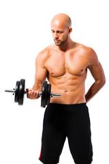 muskulöser Sportler beim Kurzhanteltraining